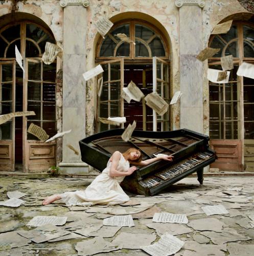 Dziewczyna i fortepian