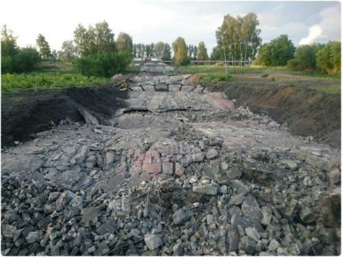 Krajobraz po wyburzonym 150 metrowym kominie. Huta Częstochowa
